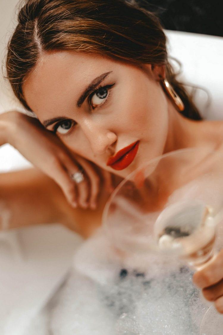 Bathtub photo shoot - Daria Chilli Photography